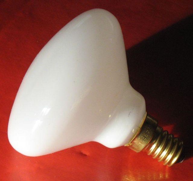 BE&E Lampe opal E14 25W Stossfest Energieeffizienzklass 13952L